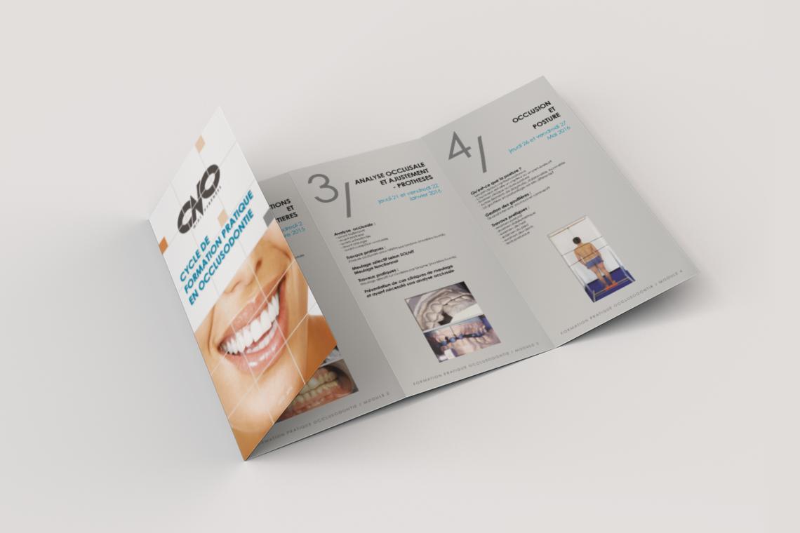 depliant-formation-continue-dentiste-4-volets-portefeuille-autograff-graphiste-freelance-toulouse-mockup-interieur