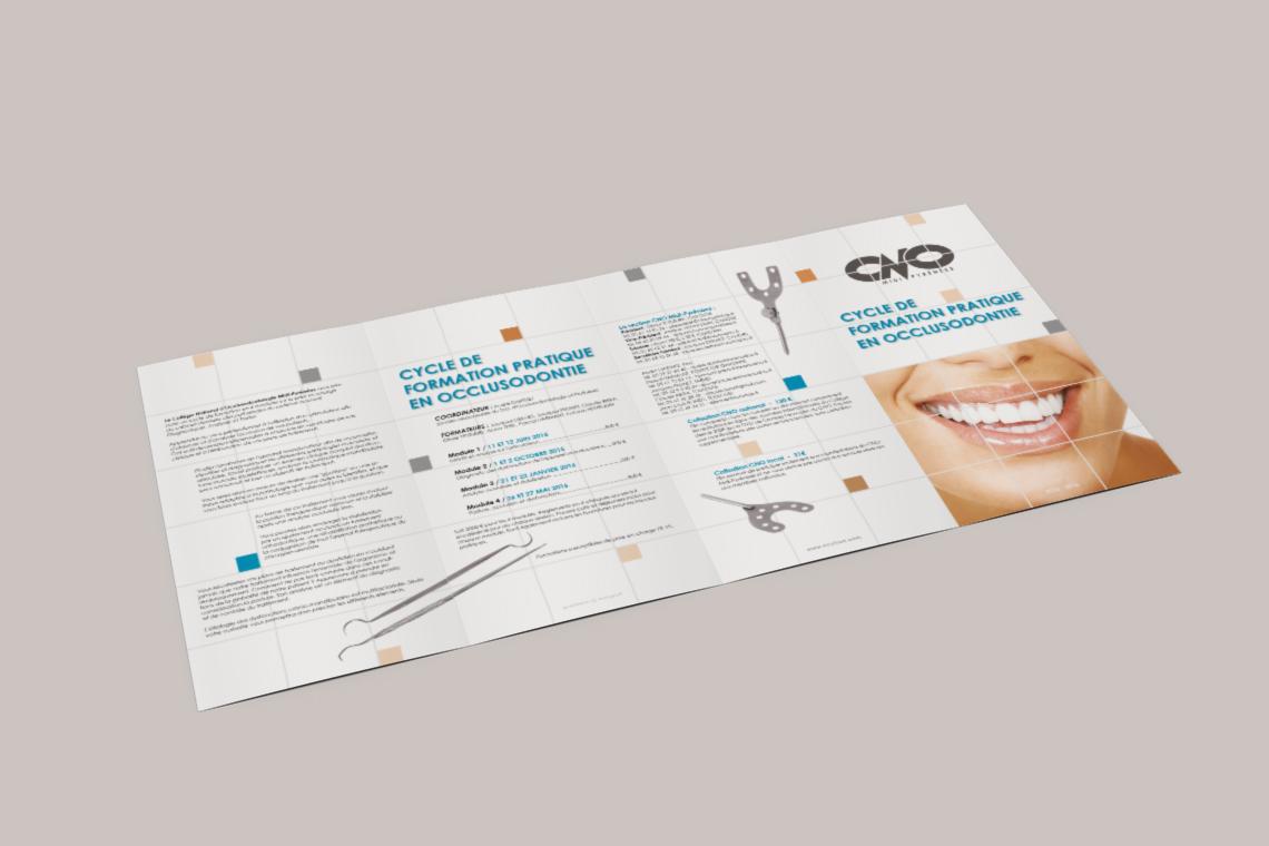 depliant-formation-continue-dentiste-4-volets-portefeuille-autograff-graphiste-freelance-toulouse-mockup-ouverture